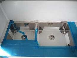 シンクは2槽になります!水道・蛇口の配管承ります!!