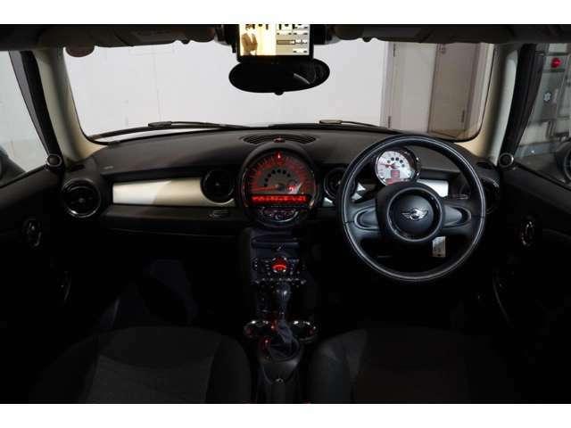 MINI認定中古車は最大100項目の箇所を徹底的にチェック致します。機械的箇所や電気系などを詳細に点検。交換基準に達した部品は整備した後にご納車致します。(年式により、整備内容が異なる場合がございます)