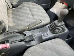 4WDになります。農作業や山道でもとっても頼りになる一台ですよ!2WD→4WDの切り替えタイプです。