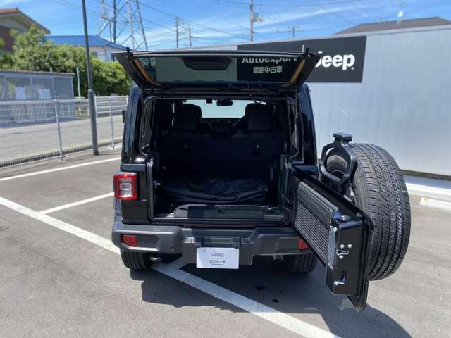 広すぎる荷室!旅行に如何ですか?Jeep通はモデルコードで呼びます。Jeepには名前を変えずに進化してきたモデルはいくつもあります。その為、モデルはモデルコードによって呼び分けられています。