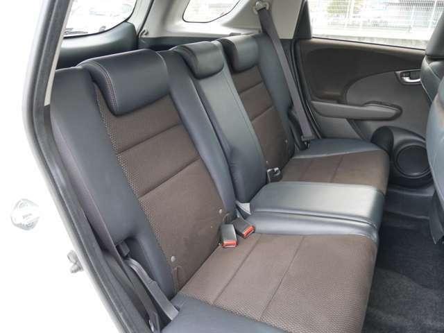 【 セカンドシート 】 足元天井ともに広く快適なシートとなっております