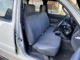 フロントシートは切れなど無く良好です