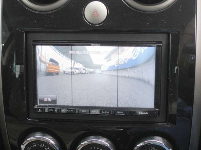 フロントカメラで見通しの悪い交差点などで安全確認が楽にできます。