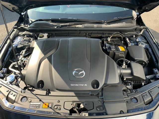 ディーゼルエンジンの力強さとガソリンエンジンのレスポンスの良さを併せ持つ新世代のエンジン。それがSKYACTIV-Xです。