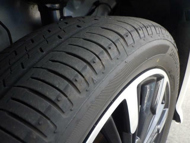 タイヤの溝十分あります