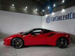 ピニンファリーナデザインではないフェラーリデザインセンターによるデザイン。エッジの効いたフォルムとフロントとサイドのエアインテークが特徴です。