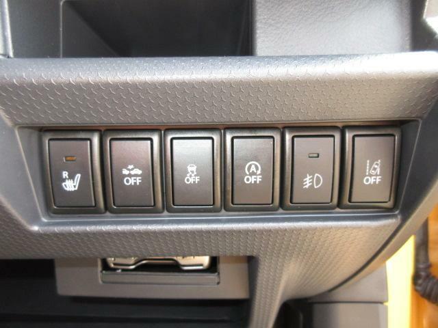 運転席にはシートヒーターを装備しています。アイドリングストップや横滑り防止装置装置等のオン・オフをこちらで切り替えることができます!