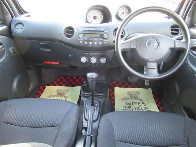ドリンクホルダーや助手席ポケット、運転席側の小物入れなど多彩な収納が設置されています。常備品に加え、その都度必要なものを入れて自分仕様にアレンジして下さい。