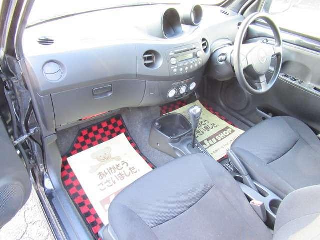 こちらのお車は禁煙車のためタバコの焦げ跡などもなくキレイなシートです!イヤなタバコの臭いもシートに染み付いていませんよ!ぜひお客様ご自身でニオイなどをご確認にいらして下さい!