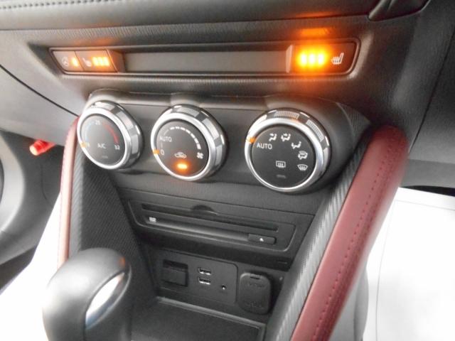 シートヒーターがとっても嬉しい!冬場でも快適に座れますね♪さらにオートエアコンを装備!温度を設定していただければそれでOK!自動で風量調整するスグレモノ!運転に集中でき、とっても安全です♪