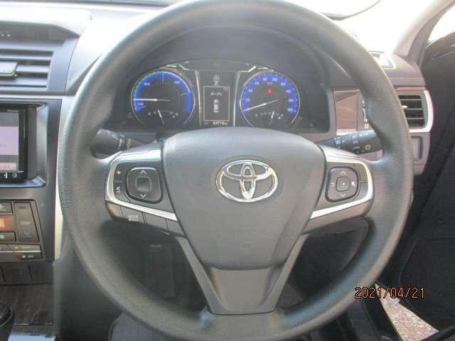 ステアリングの画像です、運転時にいつも握る重要な所です。擦れが無いか等もチェックして下さい。
