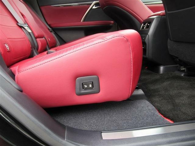 後部座席電動シートの装備です。