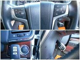 ☆左上:ハンドル左にはオーディオのモード切替や音量調整右上・右下:クルコン機能付で多機能満載です☆左下:鍵をポケット等に入れたままEG始動が可能です☆
