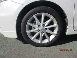 タイヤの溝が少ない時はご相談ください、納車時に交換して渡せるように点検時交換可能です。金額はスタッフとご相談ください。