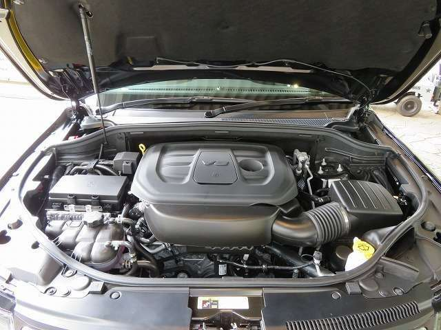 3,600cc高性能エンジン+アイドリングストップ付き