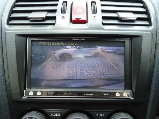 バックモニターを装備しておりますので、安全かつスムーズな車庫入れが可能です。駐車が苦手な方にオススメなのはもちろん、見えない後ろをカメラで確認することにより、思わぬ事故を防止する効果もあります。