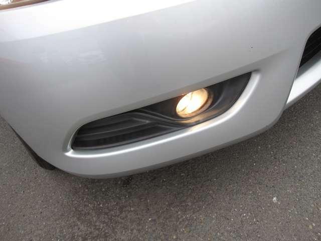 オートライトで暗くなると自動で点灯します。フォグランプも装備。