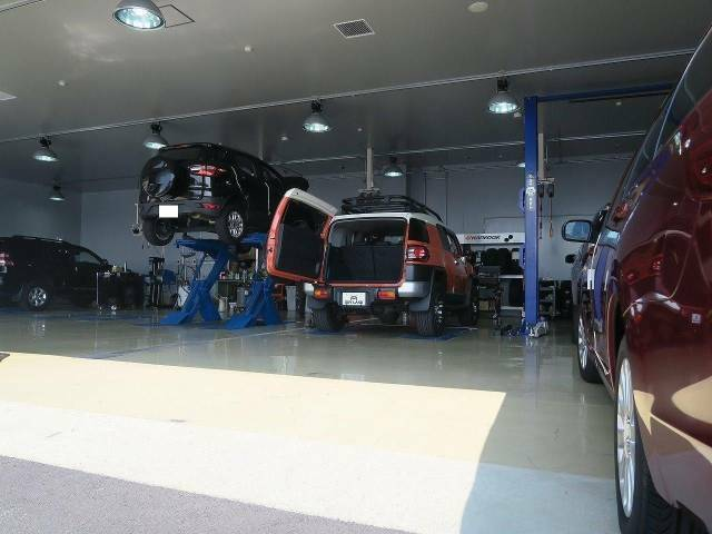 ご購入後の安心にもお応えします!専門メカニックがお客様のカーライフを全力でサポートいたします!車検はもちろん板金・塗装、オイル交換・定期点検などお車のことなら何でもご相談ください!!