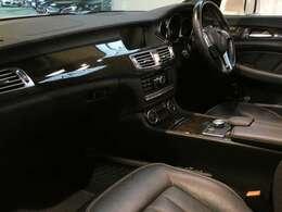 ブラックを基調とした車内にブラックアッシュインテリアトリムを採用!メルセデスベンツ特有の高級感を存分に堪能して頂けるインテリアになります!車内を彩るマルチカラーアンビエントライトも魅力です!