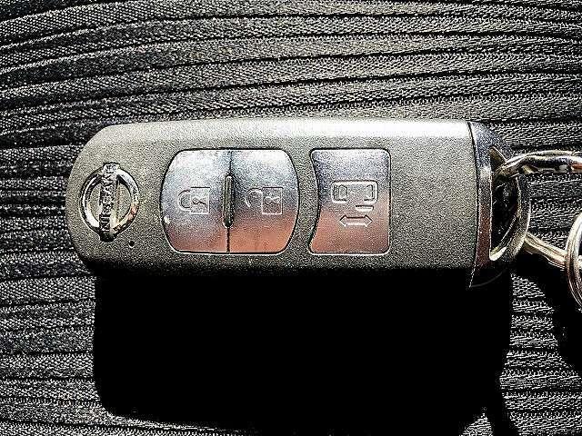 インテリキー付きです!鍵を出さず、ポケットやかばんの中に入れたままでも解錠できます!かなり便利な装備です!一度使えばクセになります!