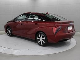 自社開発の新型トヨタFCスタックや高圧水素タンクなどで構成する燃料電池技術とハイブリッド技術を融合した「トヨタフューエルセルシステム(TFCS)」を採用しています。