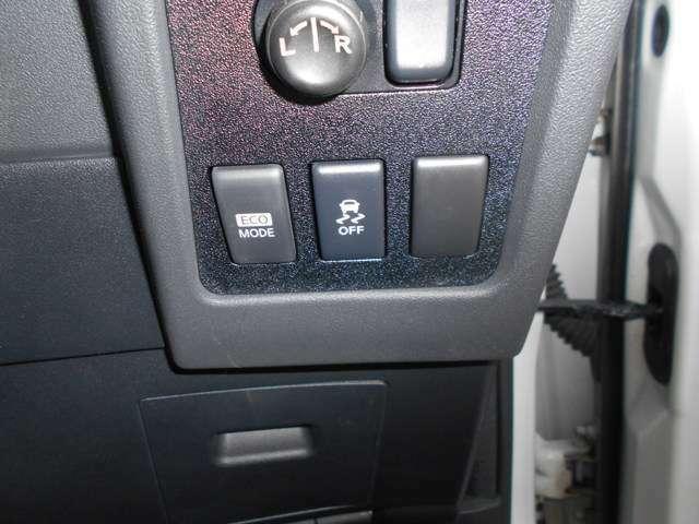 VDC(横滑り防止+TSC)付きなので4WDと併せて滑る路面で安定した走行が出来ます。・ECOモードで燃費向上♪