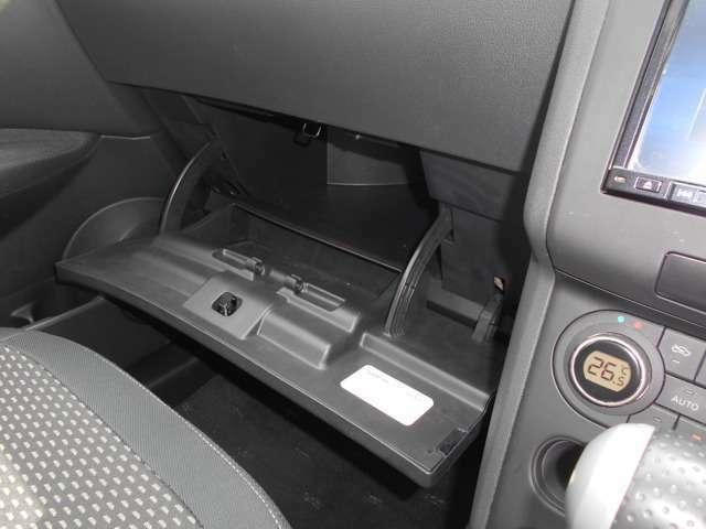 グローブバックには車検証入れ等を入れられます。