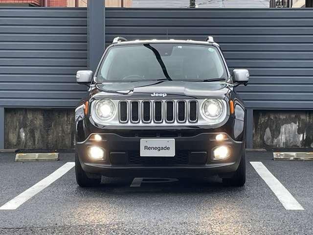 jeep伝統の丸目のヘッドライトにセブンスロットグリル!一目でJeepだとわかりますね!