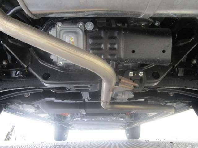 駆動用バッテリーは13.8kWhでEV航続距離を57.3km(WLTCモード)とし、日常生活の大半でEV走行を可能に!