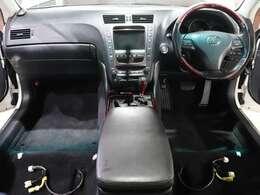 【 内装清掃 】全車両座席を取り外し隅々まで綺麗にしております。