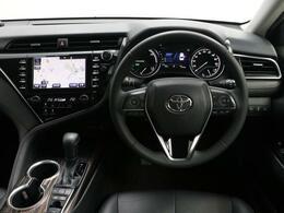 高級感と機能美を併せ持った運転席周りです。まるで自宅に居るようにリラックスできる運転席です。外の喧騒を忘れさせてくれますね。見やすいメーターと操作しやすいスイッチ類もいいですね。