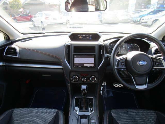 ガラスエリアが広く視認性の良い運転席周りです。狭い道路でも安心して運転できます。