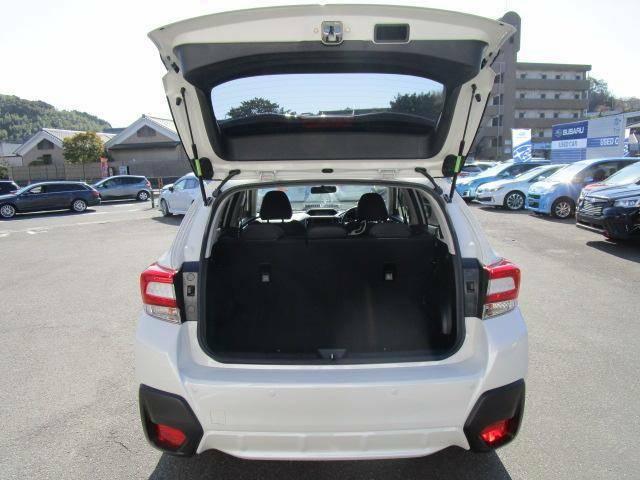 大きく開く後部ドア!背の高い荷物も載せることが可能です。