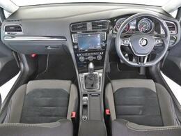 ステアリングや各スイッチの位置など少しでもドライバーの疲労を低減する様な配置となっており効率の良い操作性が可能です。
