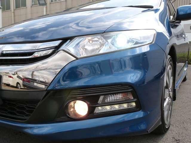 ディスチャージライトは夜道を明るく照らし夜間走行の精神的負担を和らげてくれます。これで夜道も安心して運転できますね!