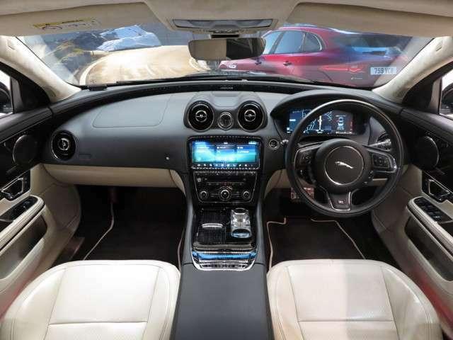 ブラインドスポットモニター(84,000円)「車線変更時に目視できない車を検知すると、検知した側のミラーに警告ライトが点灯。更にステアリングを制御し、アシストしてくれます。」