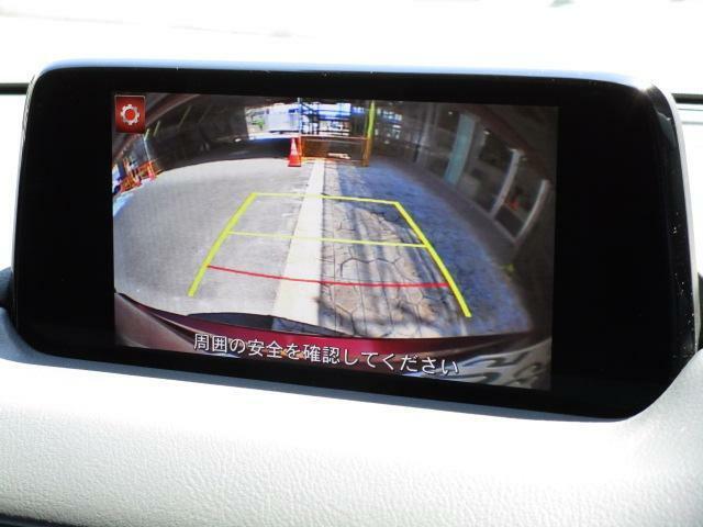 後方視界をサポートするバックカメラを装備しております!パーキングセンサーも装備しておりますので駐車が苦手な方も安心です♪