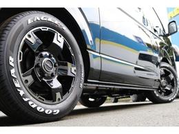 足元にはFLEXオリジナルDelf03(デルフゼロスリー)17AW&グッドイヤー ナスカータイヤをセット!
