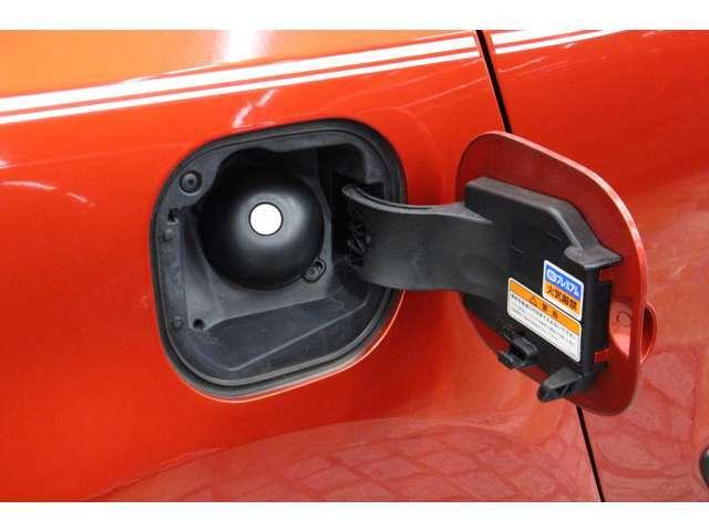 燃料タンク容量は35リットル、使用燃料は無鉛プレミアムガソリンです。