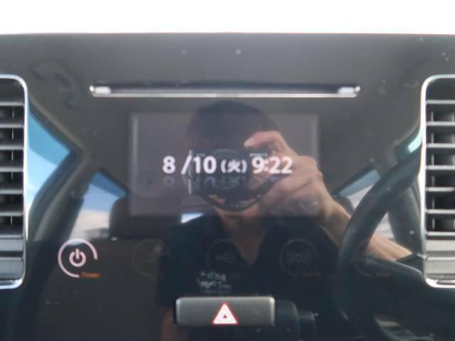 【ディスプレイオーディオ】視認性が高いディスプレイ付きオーディオを装備♪操作性も良好で直感的なソース選択が可能です。