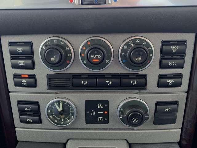 ダブルエアコンで車内の温度調節もしやすいです!