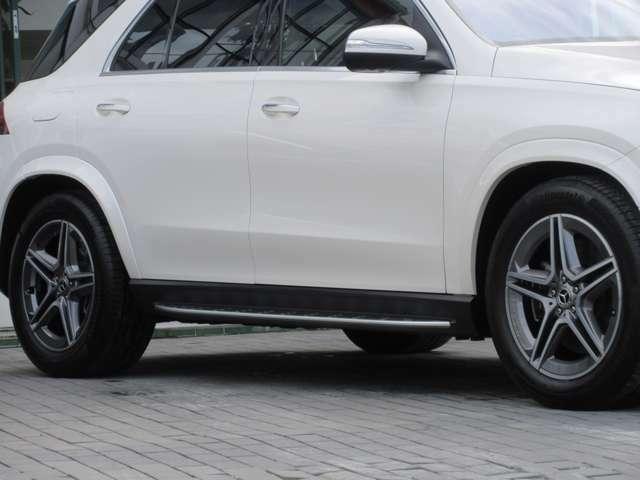 20インチAMG5ツインスポークアルミホイール Mercedes-Benzロゴ付ブレーキキャリパー&ドリルドベンチレーテッドディスク(フロント)