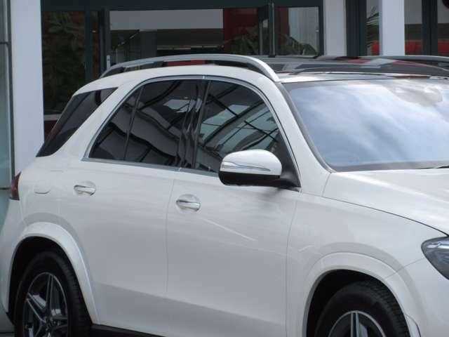 電動調整・可倒式ヒーテッド・ドアミラー(ウインカー・足元照明内蔵) リバースポジション機能付ドアミラー(助手席側) 乗降用ライト ブランドロゴプロジェクターライト