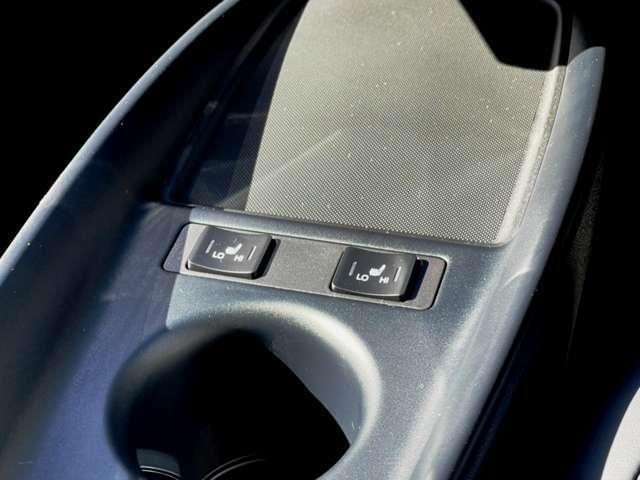 運転席、助手席にシートヒーター付き!!