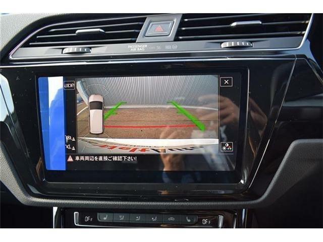 リヤビューカメラ搭載。障害物センサー<パークディスタンスコントロール(フロント/リヤ、前進/後退時衝突軽減ブレーキ機能付)、オプティカルパーキングシステム>搭載。