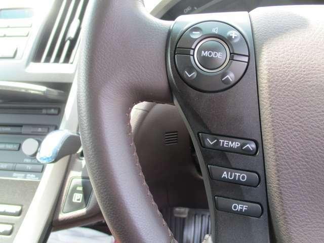 ステアリングスイッチで運転しながらも楽々操作可能です。