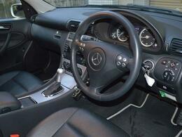 ブラックレザーシート・フロントシートヒーター・運転席メモリー機能付きパワーシート