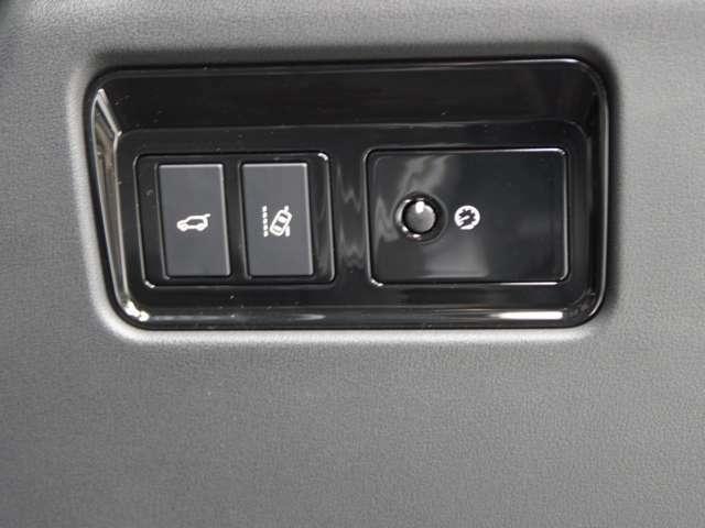 斜線逸脱システム稼動スイッチ 設定で斜線ハミ出し警告時にバイブレーションとアシストを設定可能です。