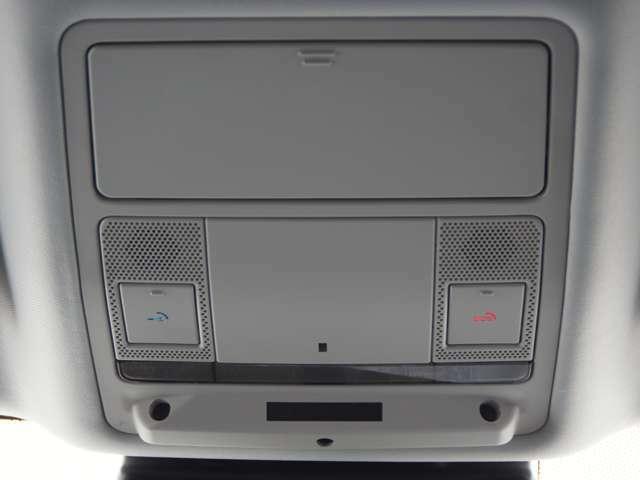 リモート機能は、スマートホン等での、エンジンスタート・車内温度設定や自車の位置情報が手元で確認できます、また右側のSOSボタンは緊急の車両トラブルなどセンターにて対応できるシステムです。