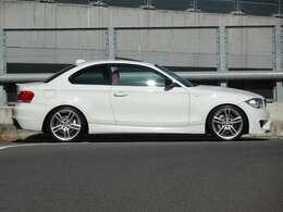 ボディカラーはアルピンホワイトIII、修復歴も無くボディコンディションも良好でお勧めの1台になります。